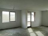 Тристаен апартамент в кв. Остромила