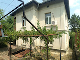 Двуетажна къща с голям двор на 100 км от столицата гр. София
