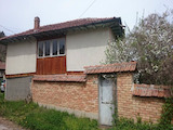 Двуетажна къща на 50 км от град Русе