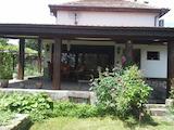 Масивна двуетажна къща в населено място на 40 км от Русе