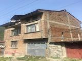 Триетажна къща с двор на 15км. от Асеновград