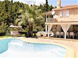 Впечатляващ ваканционен имот с басейн