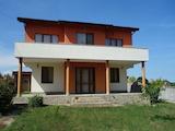 Стилна двуетажна къща в село Близнаци