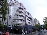 Дизайнерски обзаведен тристаен апартамент в елитна сграда в кв. Лозенец