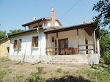 Двуетажна къща - тип вила в село Полетковци