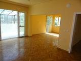Самостоятелен  етаж от къща в центъра на Варна