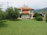 Разкошна къща с голям двор на 45 км от Пловдив