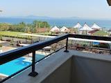 Двустаен апартамент с гледка към морето на първа линия в Сарафово