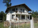 Две къщи в един двор само на 120 км от град София