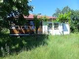 Едноетажна къща с двор на 12 км до морето и град Обзор