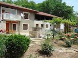 Двуетажна къща с гараж на 50 км от Велико Търново