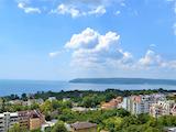 Тристаен апартамент с английски двор в новострояща се сграда в кв. Бриз, Варна