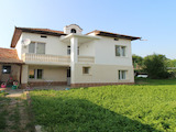 Обзаведена двуетажна къща с гараж на 20 км от Велико Търново