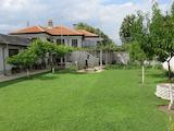 Ремонтирана къща с двор, гараж и паркоместа на 27 км от Пловдив