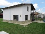 Двуетажна обзаведена къща с голям двор на 45 км от Пловдив