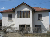 Двуетажна селска къща с двор на 35 км от Враца