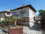 Двухэтажный дом с двором в городе Костенец