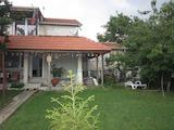 Две къщи с двор на 5 км от Св.Св. Константин и Елена