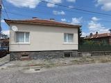 Хубава къща с двор и гараж на 25 км от Пловдив