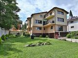 Къща с красиви гледки и два гаража в кв. Бояна