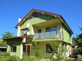 Двуетажна къща с двор в местност Ален Мак, Варна