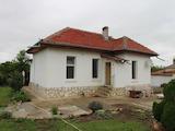 Масивна къща с двор  в село на 40 км от гр. Велико Търново