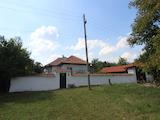 Едноетажна къща с голям двор на 40 км от Велико Търново