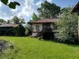 Двуетажна къща с двор на 6 км от Трявна