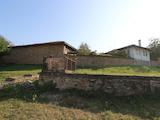 Двуетажна къща само на 12 км от Велико Търново