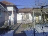 Едноетажна къща с гараж и голям двор в село на 18 км от Велико Търново
