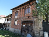 Двуетажна къща в Добринище