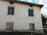 Двуетажна къща в село Горно Драглище, на 10 км от Банско