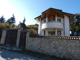 A three-storey house with a yard 15 minutes from the ski resort of Borovets