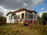 Частично ремонтирана къща в хубаво село