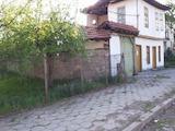 Двуетажна къща с двор много близо до Троянския манастир