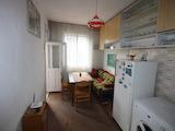 Обширен апартамент старо строителство в кв. Акация