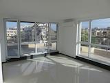 Тристаен апартамент с голяма панорамна тераса в предпочитан жилищен район