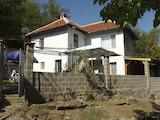 Двуетажна къща в центъра на 2 км от СПА комплекс