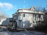 Trade complex with storehouse near Yan Hunyadi Blvd. in Varna