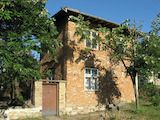 Two-storey House in Good Condition with Large Yard 55 km from Veliko Tarnovo