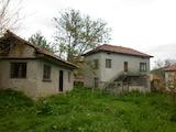 Къща с голям двор в село на 15 км. от Мездра