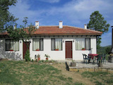 Две реновирани и обзведени къщи само на 7 км от Габрово