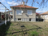 House with Yard Set 15 km Away from Karlovo