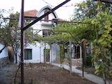 Хубава двуетажна къща с двор в село на 5 км от Сухиндол