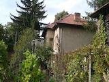 Двуетажна къща с двор на 12 км от Севлиево