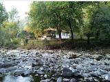 Къща на брега на река Черни Осъм сред красивата природа на Стара планината