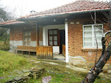 House with yard and outbuilding near the town of Elena