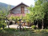 Двуетажна къща с двор в Тревненския балкан