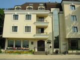 Современное здание недалеко от больницы Токудав г. София