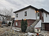 Two-storey House with Yard and Garage in Vladaya